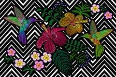 Kolibri runt om blomningen för sommar för blommaplumeriahibiskus den exotiska tropiska Textil för garnering för broderimodelapp royaltyfri illustrationer