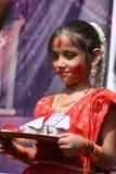 """Kolkata, India †""""Październik 19 2018; Kobiety uczestniczą w Sindur Khela przy puja pandal na ostatnim dniu Durga puja przy Bagh obrazy royalty free"""