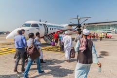 KOLKATA, INDIEN - 2. NOVEMBER 2016: Bombenschütze Q400 von Biman Bangladesh Airlines bei Netaji Subhas Chandra Bose stockbild