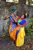 Kolkata, la India - 18 de marzo de 2019; Los estudiantes de Rabindra Bharati University celebran ?Basanta Utsav ?en su campus en  foto de archivo libre de regalías