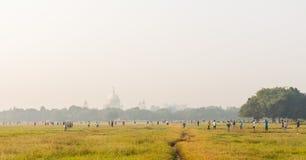 Kolkata maidan y Victoria Memorial foto de archivo libre de regalías