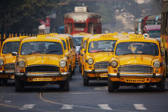 kolkataen taxar royaltyfria bilder