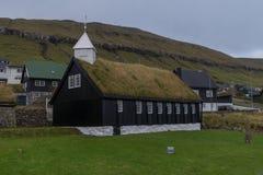 Kollafjarðar kirkjakyrka i Kollafjørður, Faroe Island, Danmark Arkivbild