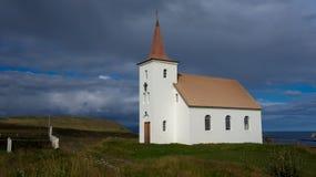 Kollafjardarneskirkja, eine der vielen isländischen Kirchen Lizenzfreie Stockfotografie