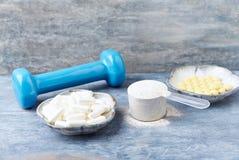 Kollagenpulver, Prolinkapseln und Vitamin- Ctabletten Sporterg?nzungen stockfotos