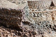 Kollaps av jord med ett stycke av asfalt på sidan royaltyfri foto