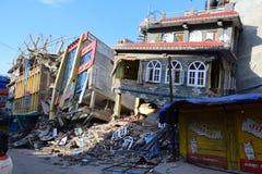 Kollapsad byggnad efter jordskalvkatastrof Royaltyfria Foton