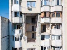 Kollapsen av sovjetiskt stilpanelhöghus som förstörs av explosionen av en gasbehållare i mitten av Chisinau, Moldavien royaltyfri fotografi