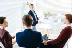 Kollegen des Positivs vier, die an Sitzung teilnehmen Lizenzfreie Stockfotografie
