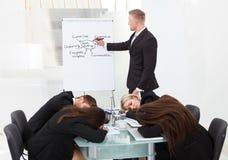 Kollegen, die während der Darstellung schlafen Lizenzfreie Stockfotos