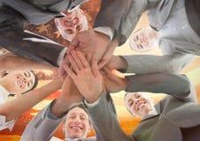 Kollegen mit den Händen zusammen gegen amerikanische Flagge Lizenzfreie Stockbilder