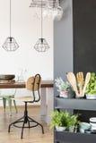 Kollektiv tabell och industriella lampor Royaltyfri Bild