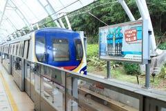 Kollektivtrafikjärnvägsstationen arkivbild