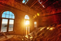 Kolmanskop在Ja采取的南纳米比亚离开了金刚石矿 免版税库存图片