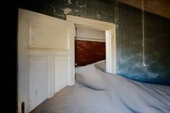 Kolmanskop沙子房子 图库摄影