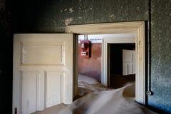 Kolmanskop沙子房子 免版税图库摄影