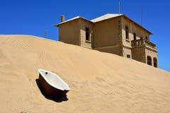 Kolmanskop i Namibia Arkivfoto