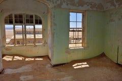 Kolmanskop i Namibia Arkivbild