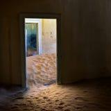 Kolmanskop i Namibia Arkivfoton