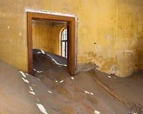 Kolmanskop i Namibia Royaltyfri Bild