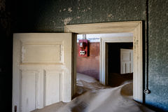 Kolmanskop-Sandhaus lizenzfreie stockfotografie