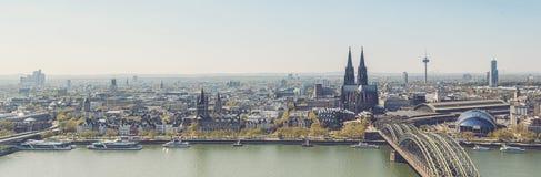 Kolońska linii horyzontu panorama z katedr Dom zdjęcia royalty free