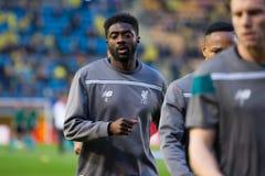 Kolo Toure warmt voorafgaand aan de Europa gelijke van de Ligahalve finale tussen Villarreal CF en Liverpool FC op Royalty-vrije Stock Foto's