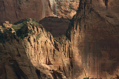 Kolob峡谷,锡安国家公园,犹他参天的墙壁  免版税库存图片