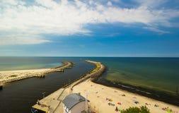 Άποψη της εισόδου λιμένων Kolobrzeg, η θάλασσα της Βαλτικής Στοκ Φωτογραφίες