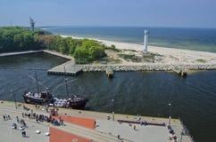 KOLOBRZEG - Draufsicht des Hafens in Kolobrzeg und in den Küstenansichten Lizenzfreie Stockfotos
