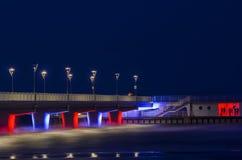 Kolobrzeg - Pier nachts Lizenzfreie Stockfotografie