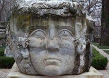 Kolom met het hoofd van Kwalgorgon in een park in Istanboel, Turkije royalty-vrije stock afbeeldingen