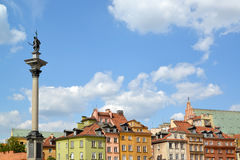 Kolom van de koning Sigismund III tegen de achtergrond van historische gebouwen Warshau, Polen Royalty-vrije Stock Foto