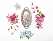 Kolombina kwiatu rama i rocznika srebny talerz Obraz Royalty Free