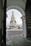 Kolomenskoye公园老建筑学 结构上上生教会合奏kolomenskoye莫斯科 库存图片