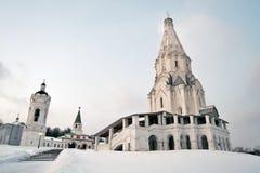 Kolomenskoye公园老建筑学 结构上上生教会合奏kolomenskoye莫斯科 库存照片