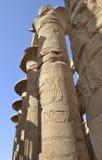 Kolommen bij tempel Karnak in Luxor Stock Foto