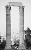 Kolommen in de klassieke stijl in zwart-wit Stock Fotografie