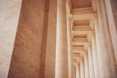 Kolommen in de Stad van Vatikaan De colonnades van Bernini in de Heilige Peters Square, Rome stock afbeeldingen