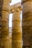 Kolommen in de tempel Karnak in Luxor, Egypte royalty-vrije stock afbeeldingen