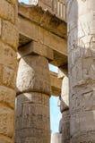 Kolommen in de tempel Karnak in Luxor, Egypte stock afbeeldingen