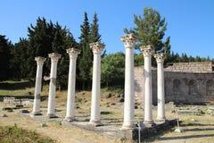 Kolommen in de uitgraving van historische asclepion in Kos royalty-vrije stock afbeelding