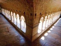 Kolommen die het terras van het Spaanse huis insluiten royalty-vrije stock fotografie