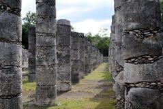 Kolommen door de Tempel van de Strijders Chichen Itza Stock Afbeelding