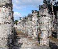 Kolommen door de Tempel van de Strijders Chichen Itza Royalty-vrije Stock Fotografie