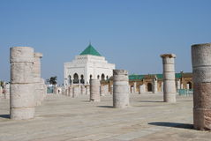 Kolommen en Mausoleum stock fotografie