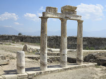 Kolommen en ruïnes van oude Artemis-tempel Stock Foto's