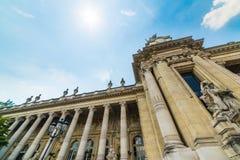 Kolommen in Grand Palais-voorgevel in Parijs royalty-vrije stock afbeeldingen