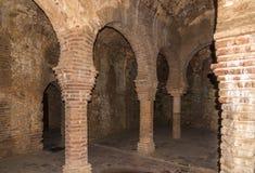 Kolommen in hammam Banos Arabes van Ronda in Spanje stock fotografie