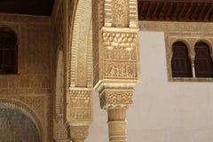 Kolommen in Islamitische (Moorse) stijl in Alhambra, Granada, Spanje Royalty-vrije Stock Foto's